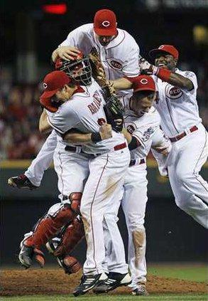 APTOPIX Giants Reds B Heal WEB