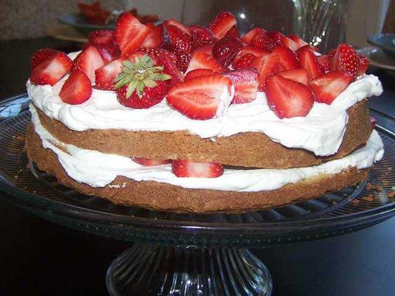 W strawberry cake