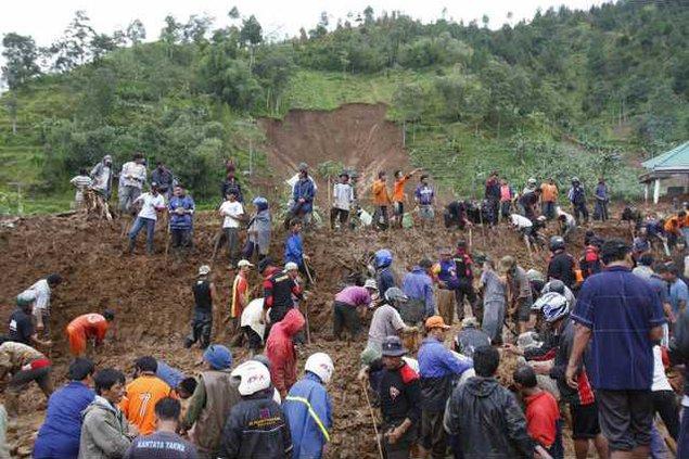 Indonesia Landslide 6459383