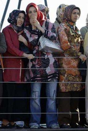 TURKEY HEAD SCARF A 5297836