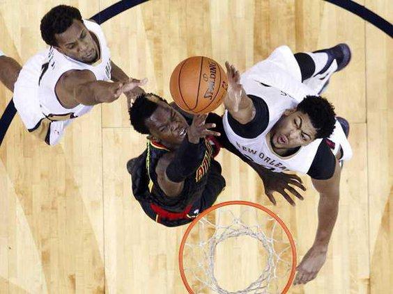 W Hawks Pelicans Basket Heal