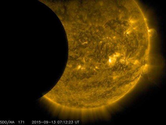 W Supermoon Eclipse Ledb