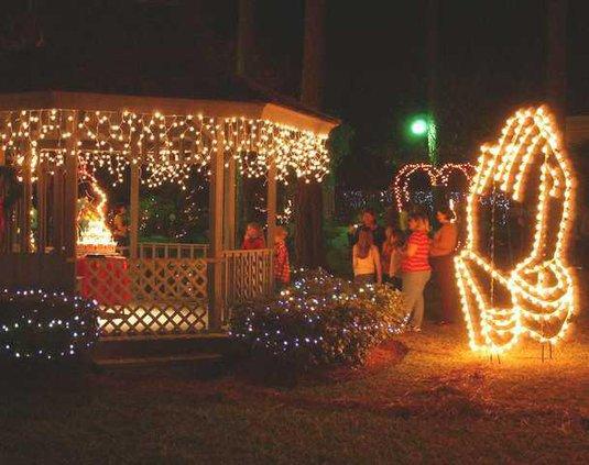 Guido Gardens Night Of Lights Celebrates Christ S Birth