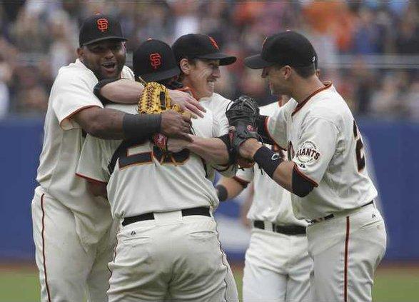 APTOPIX Padres Giants Heal