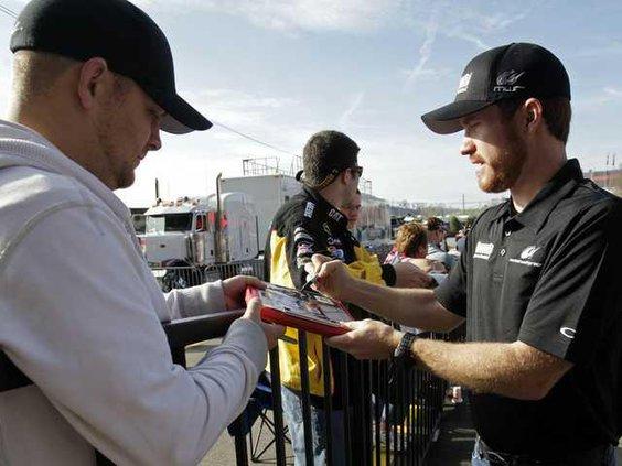 W NASCAR Bristol Auto R Heal