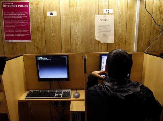 Britain Internet Cafe Heal