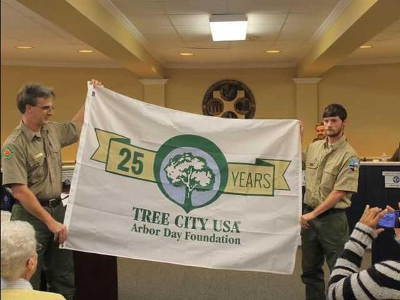 W Tree City 25 Years