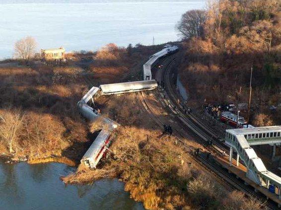 APTOPIX NYC Train Der Werm
