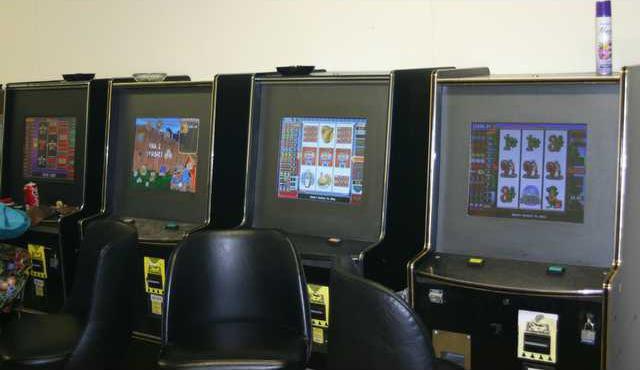 VIDEO POKER MACHINES.2