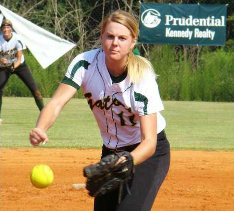 Mikay Sands pitching