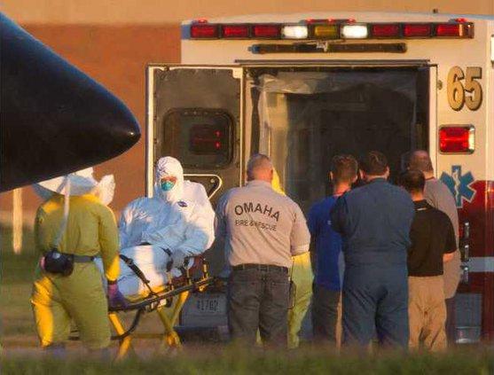 APTOPIX US Ebola Werm