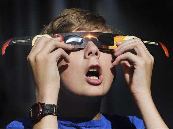 W eclipse glasses