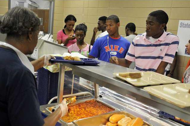 082412 SCHOOL LUNCHES 01