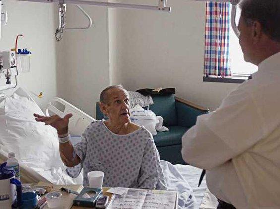 090808 IKE HOSPITAL REFUGEES 1