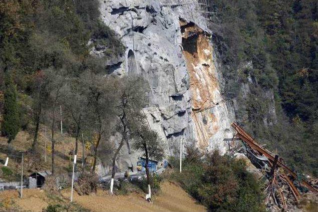 China Landslide XHG 5250710