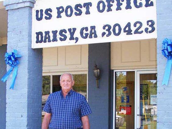 W Post office daisy file photo