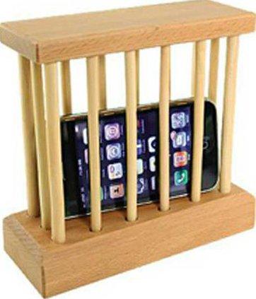 29 cellphone-lockup