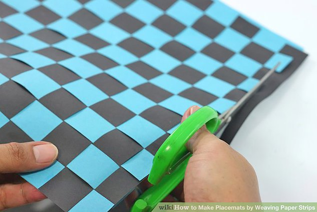aid236867-v4-728px-Make-Placemats-by-Weaving-Paper-Strips-Step-3.jpg