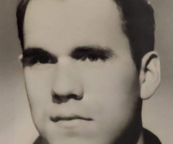 Mr. Charles Lindy Knight Sr.