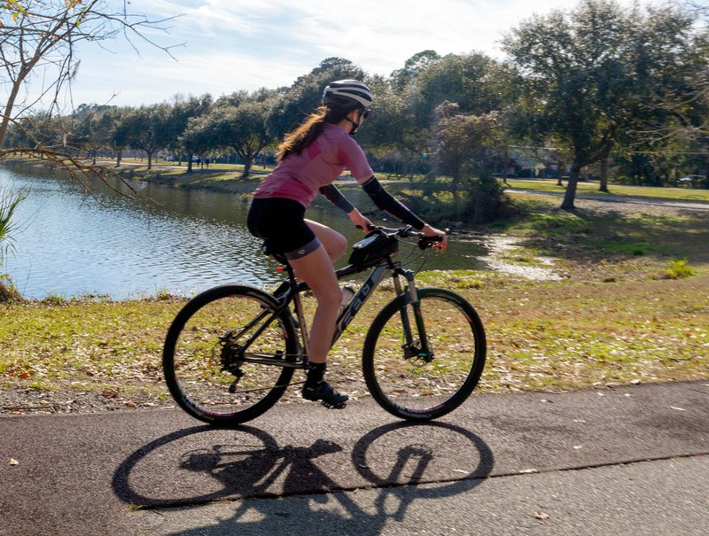The free fitness course at Lake Mayer Community Park can be completed on foot or by bicycle.
