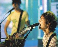 boys_like_girls_-_live_shot.jpg
