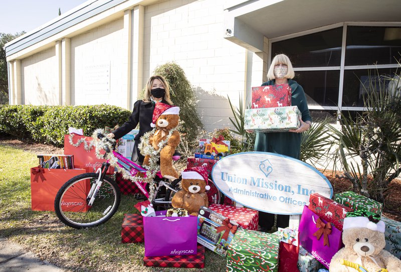 The Savannah College of Art and Design offered gifts to the Union Mission.