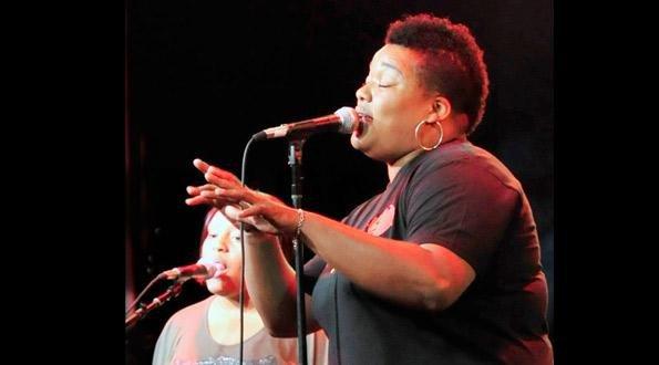 leslie-singing-in-concert-close-up.jpg