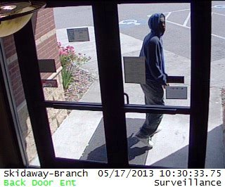 1369233677-carvers_robber.jpg